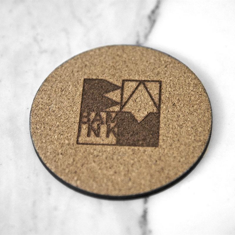 Logo brulé au dos du sous-verre
