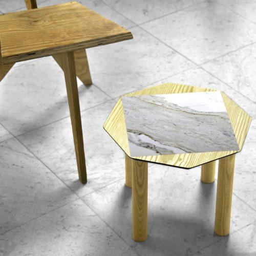 BAMink-table-basse-frêne-Oktō-mise en situation-fond-neutre-Némo Welter-Marbre-IV
