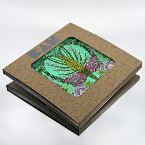 Official BAMink packaging with the trivet Des pinces et des ailes I