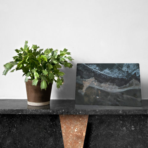 aluminum-plate-30x20-JPB-Azul-setting-in-sitation-01