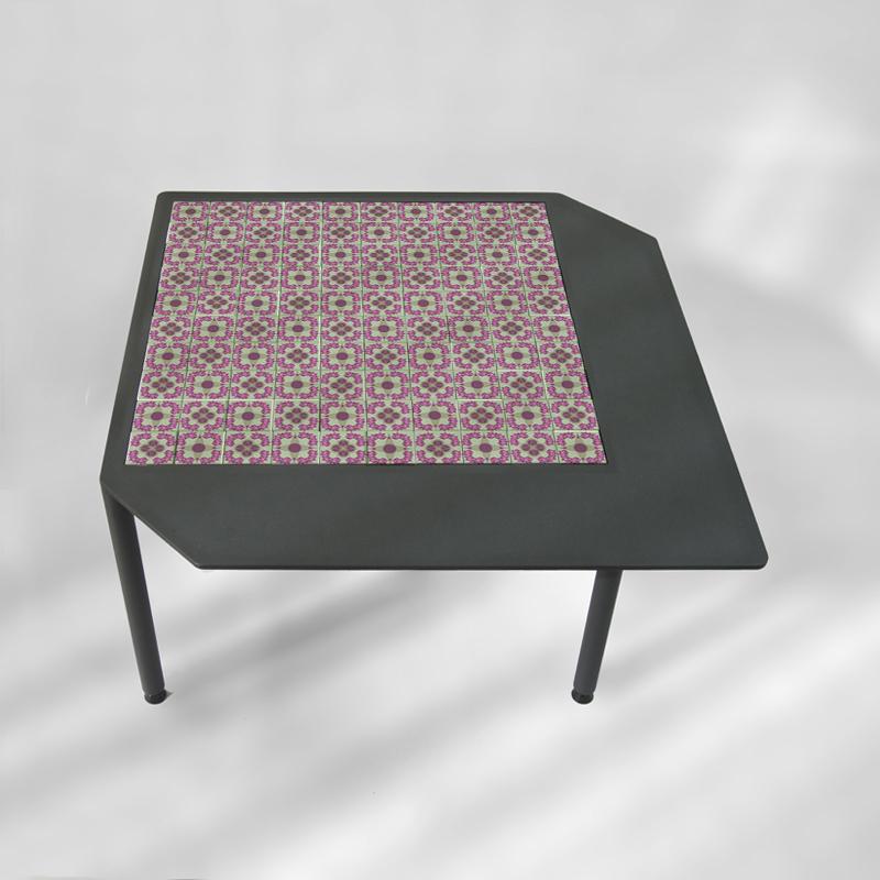 table-basse-acier-BAMosaïc-III-BAMink-fond-neutre-pinkflowers