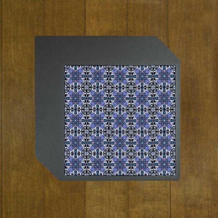table-basse-acier-BAMosaïc-III-BAMink-fond-bois-Purple-Geometric